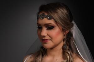 Model : Tamara Fotograaf : Vanessa Dress & Accesories : Joan de Meza Licht : Michiel fischer Flowers : Bloemeninhetgooi Haarextention : Zaschahair Organisator : Beautiful shades brides